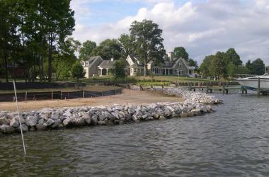 Riprap shoreline construction in the Chesapeake Bay