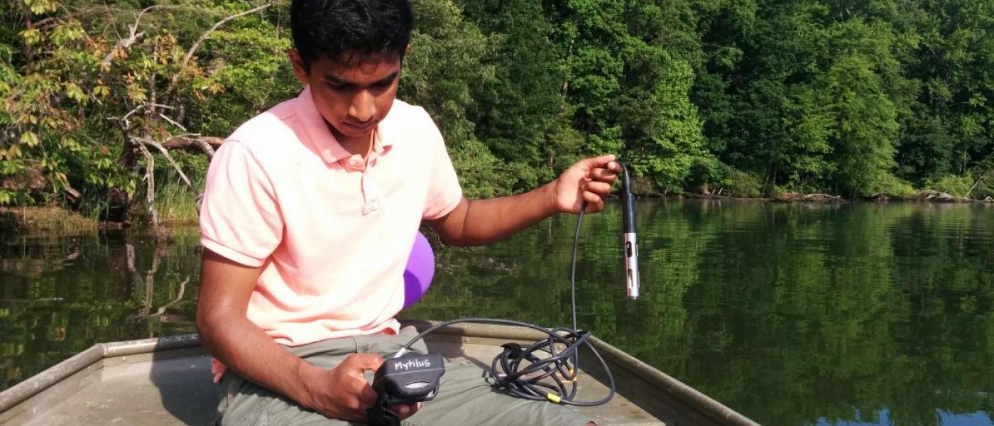 volunteer measuring sailinity