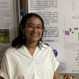 Leona in front of research poster